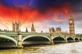 London, UK - Palace of Westminster (Houses of Parliament) with B — Zdjęcie stockowe