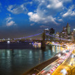New York City. Wonderful sunset view of Brooklyn Bridge and Manhattan Skyline — Stock Photo