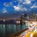 New York City. Wonderful sunset view of Brooklyn Bridge and Manhattan Skyline — Stock Photo