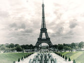 Tour Eiffel, Paris. Wonderful view of famous Tower from Trocadero Gardens. — Stock Photo