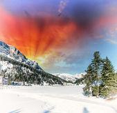 在冬天多洛米蒂山景观美丽的颜色 — 图库照片