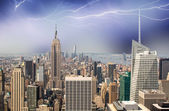 New york city. thunderstom über die skyline der stadt — Stockfoto