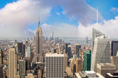 New york. skyline di manhattan spettacolari al tramonto da un tetto. — Foto Stock