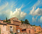Roussillon, France. Colorful houses in the village of ochre — Stock Photo