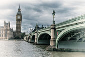 Terrific view of Westminster Bridge and Houses of Parliament — Stock Photo