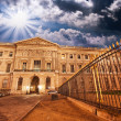 Wonderful sky colors over Paris streets and ancient buildings — Stock Photo
