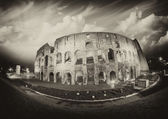 Dramatic sky above Colosseum in Rome. Night view of Flavian Amphiteatre — 图库照片
