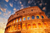 Wonderful view of Colosseum in all its magnificience - Autumn sunset — Stock Photo