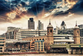 City of London at sunset, financial center and Canary Wharf — Stock Photo