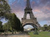 Eiffel Tower from Parc du Champs de Mars, Paris — Stock Photo
