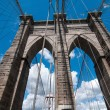 powerful structure of brooklyn bridge center pylon — Stock Photo