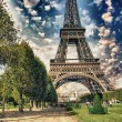 Paris, La Tour Eiffel. Summer sunset above city famous Tower — Stock Photo #30121987