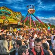 MUNICH, SEP 29: Tourists and local people enjoy Oktoberfest — ストック写真