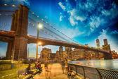 Wonderful view of Brooklyn Bridge and Manhattan skyline — Stock Photo
