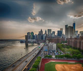 New York. FDR Drive and Manhattan skyline at sunset from Brookly — Stock Photo