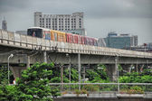 BANGKOK - AUG 24: Tourists walk along city streets, August 24 — Stock Photo