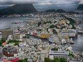 олесунн, норвегия. вид на красивые воздушные город в летний сезон. — Стоковое фото
