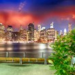 Manhattan skyline at night as seen from Brooklyn Bridge Park — Stock Photo