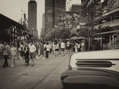 CHICAGO - SEP 20: Tourists enjoy city streets, September 20, 200 — Stock Photo