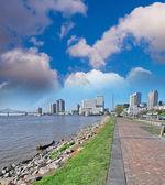New Orleans. Sidewalk along Mississippi River — Stock Photo