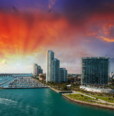 Miami, florida yukarıda harika gün batımı. — Stok fotoğraf