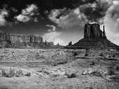 Massive sandstone pillars soar above iconic Monument Valley — Stock Photo
