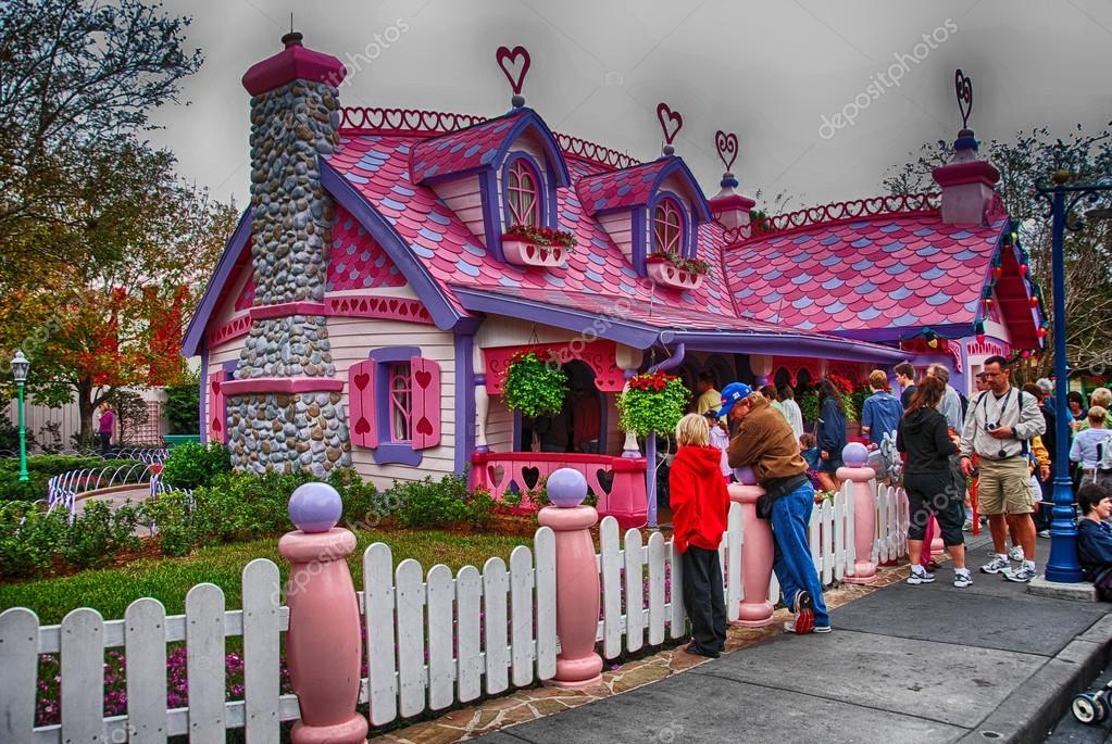 ORLANDO - JAN 2: Walt Disney Resort detail on a beautiful winter ...
