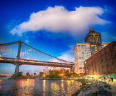 Wonderful view of Manhattan Bridge from Brooklyn Bridge Park — Stock Photo