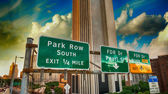 New York Street Signs and Directions in Brooklyn Bridge Area — Stock Photo