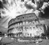 Dramatic sky above Colosseum in Rome. — Stock Photo