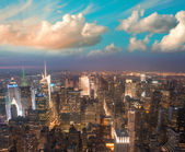 Manhattan, NYC. Spectacular sunset view of Bryant Park — Stock Photo
