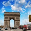 Stunning sunset over Arc de Triomphe in Paris. Triumph Arc Landm — Stock Photo