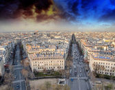 закат над парижем, вид с террасы дуги триумф — Стоковое фото