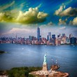 Statue of Liberty and Manhattan skyline. — Stock Photo