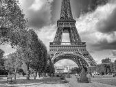 Parigi. meravigliosi colori di settembre della torre eiffel — Foto Stock