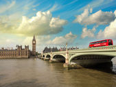 Westminster Bridge and Houses of Parliament at sunset — Stock Photo