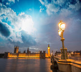 London. Beautiful sunset across Westminster Bridge — Stock Photo