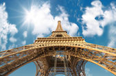Paris. Powerful structure of Magnificent Eiffel Tower — Stock Photo