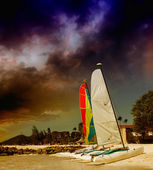 Sailing boats on the beach. Beautiful caribbean island scenario — Stock Photo