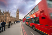 Iconic Red Double Decker Bus speeding up in Westminster Bridge — Stock Photo