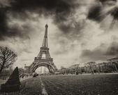 Parijs. prachtige zonsondergang over de toren van eiffel. — Stockfoto