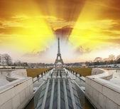 La Tour Eiffel, Paris. Sunset colors over famous Tower, view fro — Fotografia Stock