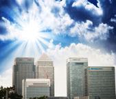 Londyńskiej dzielnicy finansowej. piękną panoramę miasta o zachodzie słońca. — Zdjęcie stockowe