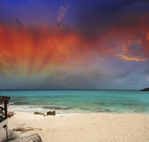 Stunning sunset over a pristine caribbean beach — Stock Photo