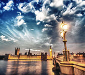 London. Beautiful sunset across Westminster Bridge with Houses o — Stock Photo