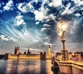 London. Beautiful sunset across Westminster Bridge with Houses o — Stock Photo