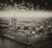 London, UK. Houses of Parliament and Big Ben, beautiful aerial v — Stock Photo