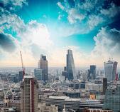 Londres. horizonte de la ciudad hermosa en el atardecer, aerial view — Foto de Stock