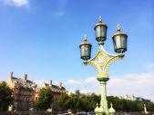 красивая фонарный столб на вестминстерском мосту, лондон — Стоковое фото
