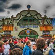 MUNICH, SEP 29: Tourists and local people enjoy Oktoberfest, Sep — Foto de Stock